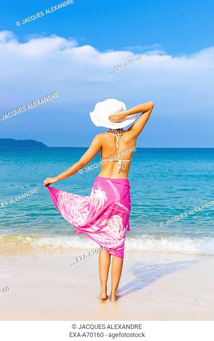 woman at beach with sunhat