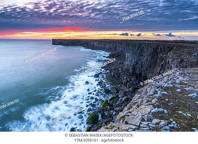 Sunset seen from St Govan's Head, Pembrokeshire Coast National Park, Bosherston, Wales, UK