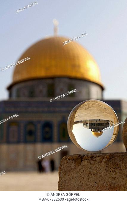 Israel, Jerusalem, Dome of the Rock upside down in glass ball