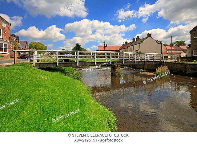 Wooden footbridge over River Leven, Great Ayton, Low Green, North Yorkshire, England, UK