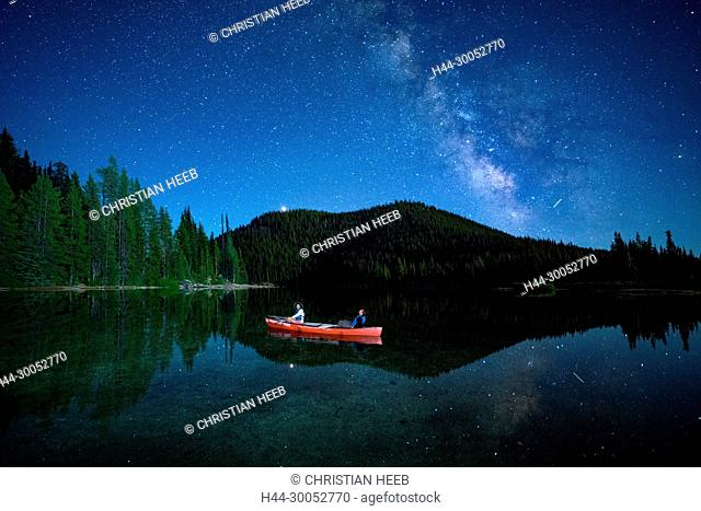 North America, America, USA, American, Pacific Northwest, Oregon, Deschutes National Forest, Cascade Lakes Highway, Devils lake canoe under stars