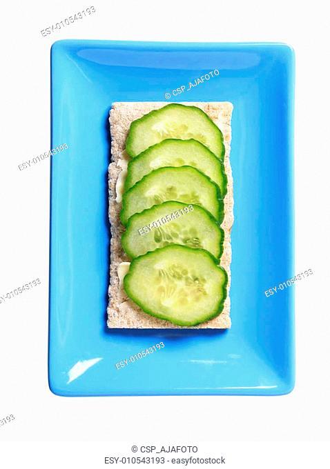 Crisp bread with fresh cucumber