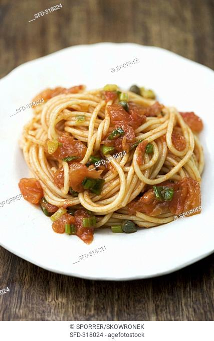 Spaghetti with tomatoes and spring onions