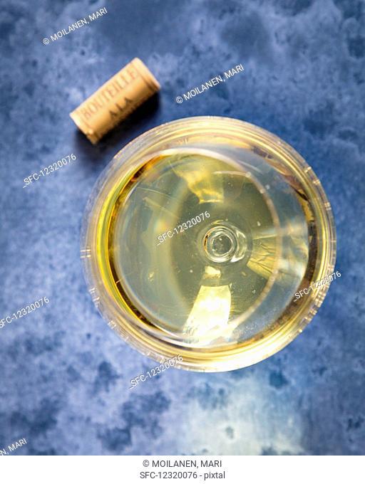 white wine, wine, wine glass