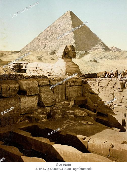 The Sphinx of Giza, the pyramid of Cheops on the background, Cairo (2630-2510 a. C.), shot 1900-1910 by PZ