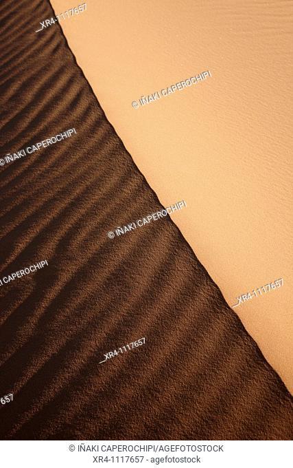 Sand dunes in desert, Wadi Tanezzouft, Ghat, Libia