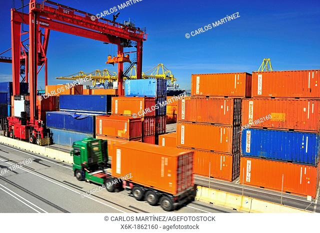 Loading, unloading and transportation of containers in the port of Barcelona, Barcelona, Catalonia, Spain