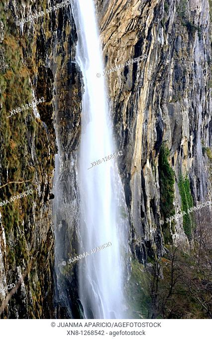 Birth Asón Cailagua Waterfall Natural Park Collados del Ason itself located in the southeastern part of Cantabria, Between the Gandara Valley Village Last Soba...