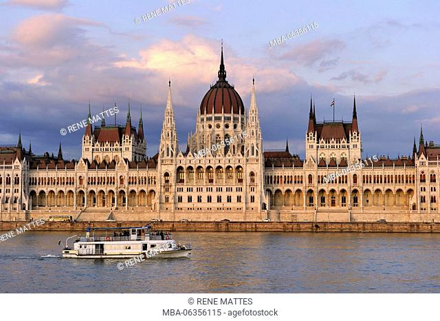 Hungary, Budapest, Pest district, the Parliament along the Danube riverbanks listed as World Heritage by UNESCO