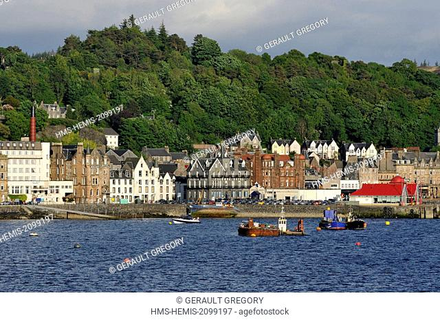 United Kingdom, Scotland, Oban, view of the city from the sea, port