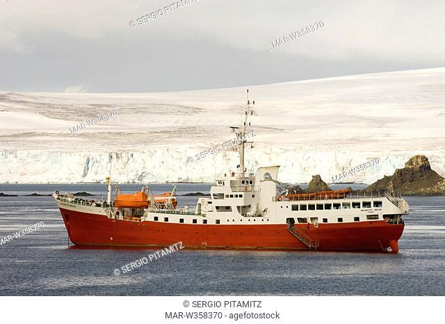 Antarctica, South Shetlands Islands, Aitcho Island, Antarctic Dream ship