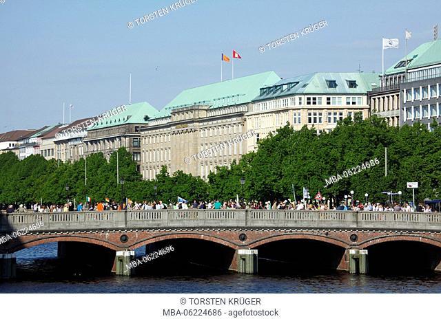 Germany, Hamburg, Ballindamm (dam) with Inner Alster Lake, Ballinn-Haus, Reesendamm bridge