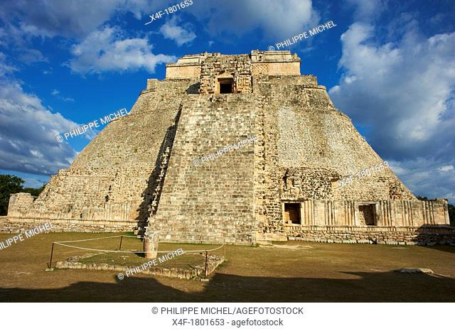 Mexico, Yucatan state, Uxmal, archeological Mayan site, world heritage of the UNESCO, Magicians Pyramid, Governor's Palace Palacio del Gobernador