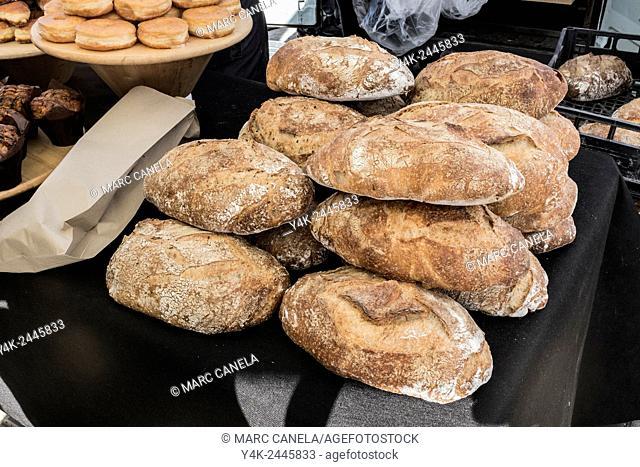 Europe, Spain, Barcelona, Bread, loaf, loaf of bread, roll, diner roll, handmade, food, meal, nosh