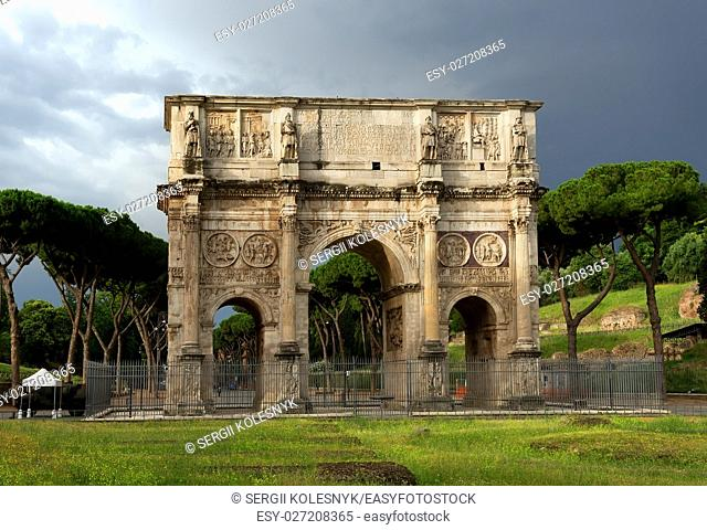 Arch of Constantine at the end of the palatine hill. Rome, Italy
