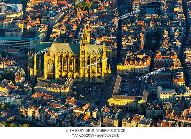 France, Moselle (57), Town of Metz, old historic center and cathedrale Saint Etienne (aerial view)