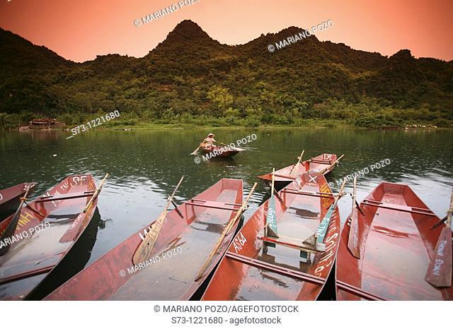Boat excursion towards the perfume pagoda. The Perfume Pagoda Chua Huong