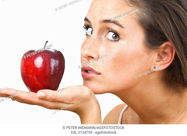 Young woman with red apple (model-released)