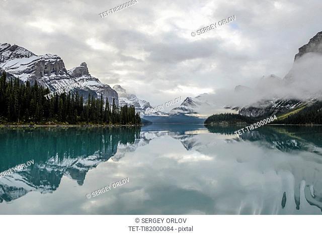 Canada, Alberta, Jasper, Mountains reflecting in Maligne Lake