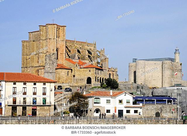 Santa Maria Church, Santa Ana Fortress, lighthouse, Castro Urdiales, Gulf of Biscay, Cantabria, Spain, Europe