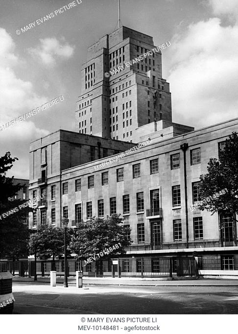 The Senate House, University of London, was designed by the architect Charles Holden in 1932. Some say it owes its lines to the USA skyscraper
