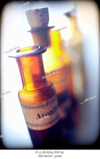 grupo de botellas de medicamento homeopatico, group of bottles of homeopathic medicine