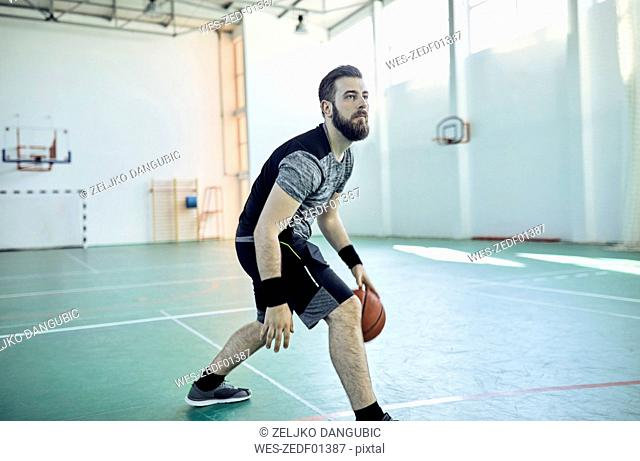 Man playing basketball, indoor