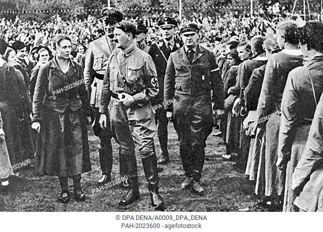 National Socialist leader Adolf Hitler (m) on Reich Youth Day in Potsdam in 1932. - Potsdam/Germany