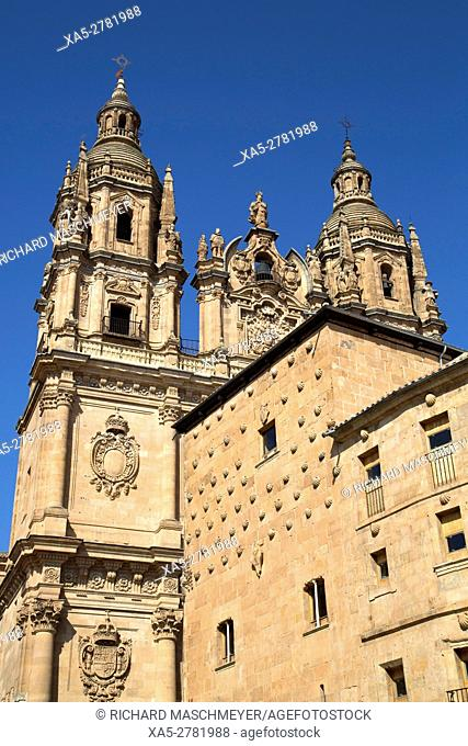 House of Shells (foreground), Church of the Clerecia (background), Salamanca, UNESCO World Heritage Site, Spain