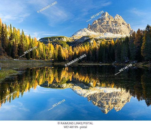 Antorno lake towards Tre Cime di Lavaredo mountain reflected in lake, Drei Zinnen, Autumn, Cadore, Misurina, Belluno District, Veneto, Dolomites, Italy, Europe