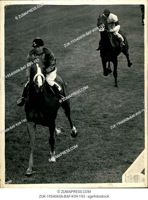 Jun. 06, 1954 - Racing At Epsom. Queen's Horse Wins Coronation Cup. Keystone Photo Shows:- The scene at Epsom showing the Queen's Horse 'Aureole', ridden by E