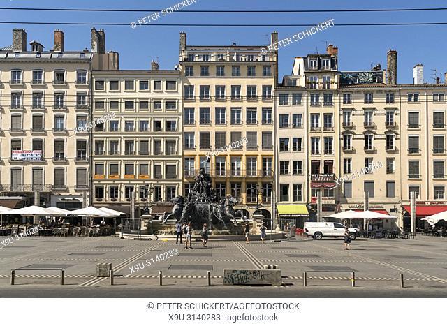 Bartholdi-Brunnen auf dem Platz Place des Terreaux, Lyon, Auvergne-Rhone-Alpes, Frankreich | The Fontaine Bartholdi on Place des Terreaux, Lyon