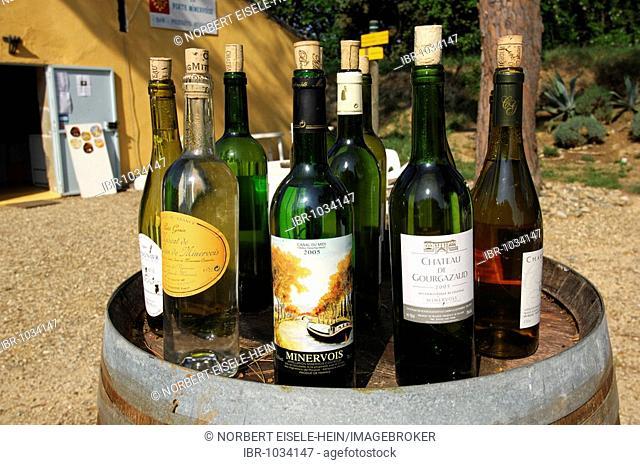 Bottles of wine, winery, Port de Minervoise, Canal du Midi, Midi, France, Europe
