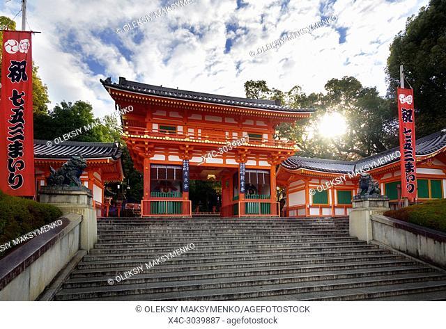 Yasaka-jinja, Yasaka shrine, bright orange Romon Gate, main entrance gate in sunny morning sunrise, Japanese Shinto shrine in Gion district, Kyoto, Japan