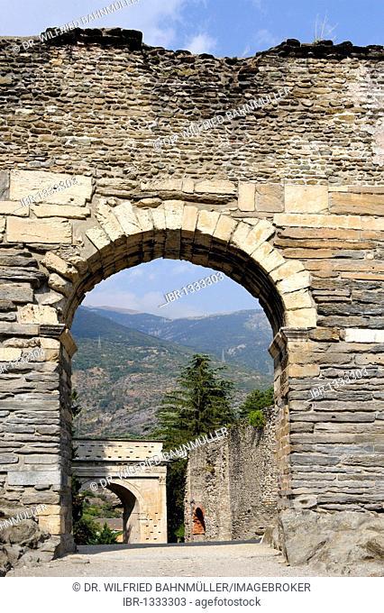 Aqueduct, Susa in the Susa valley, Valle di Susa, Provincia Torino, Piemont, Piedmont, Italy, Europe