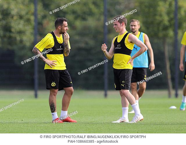 firo: 05.09.2018, football, 1.Bundesliga, season 2018/2019, BVB, Borussia Dortmund, training, newcomer Paco Alcácerlinks with GOMEZ   usage worldwide