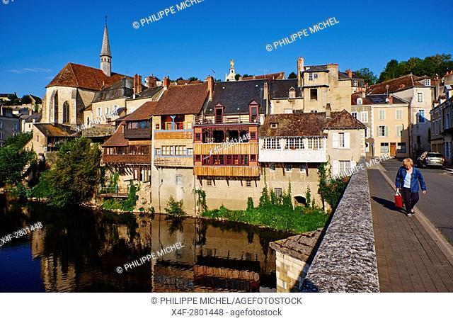 France, Indre (36), Argenton-sur-Creuse, old houses on the river bank Creuse, St Benoit chapel, Old bridge