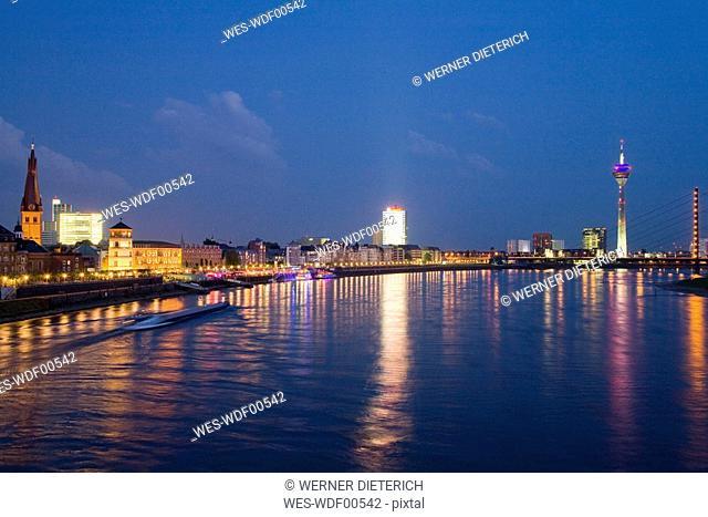 Germany, North-Rhine-Westphalia, Duesseldorf, Skyline at night