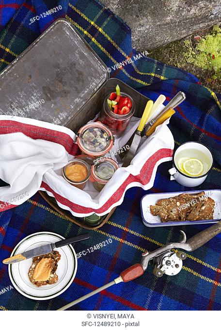 Picnic scene with crisp and spread with lemon water