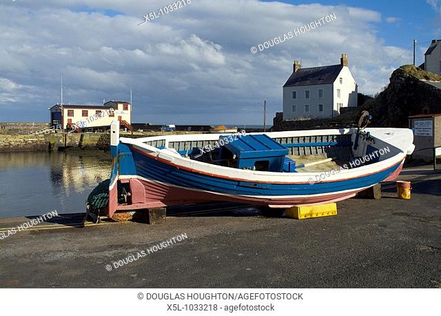 ST ABBS BORDERS Fishing boat harbour RNLI lifeboat station
