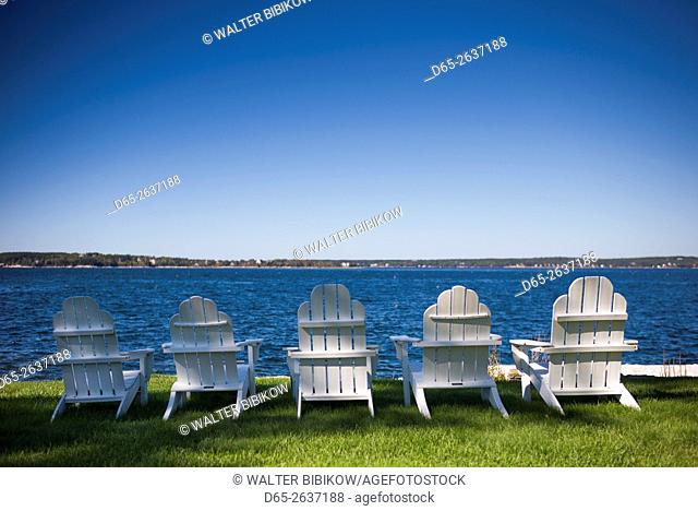 USA, Maine, Ocean Point, lawnchairs