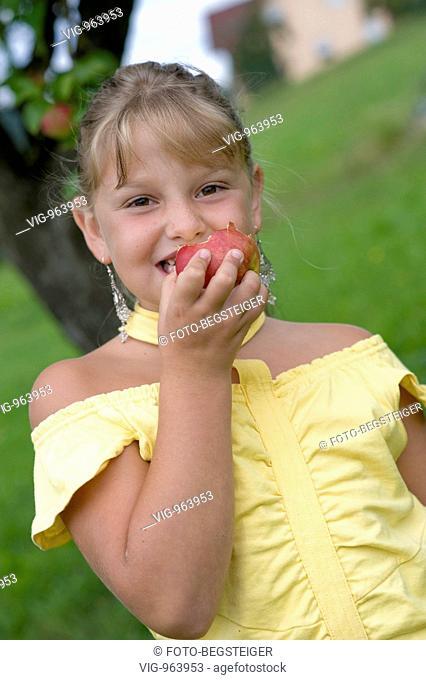 girl eats an apple. - 25/08/2008