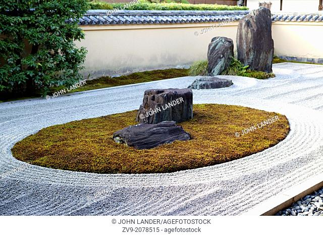 Ryogen-in is a subtemple of the Daitokuji Zen Buddhist complex in Kyoto, It was constructed in 1502. There are five gardens adjoining the abbot's residence