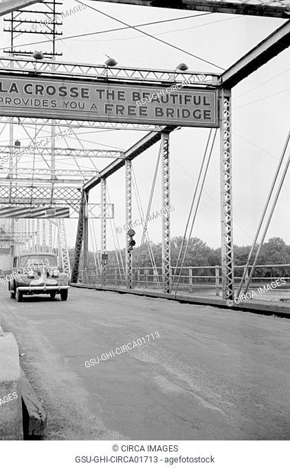Bridge across Mississippi River, La Crosse, Wisconsin, USA, Arthur Rothstein for Farm Security Administration (FSA), 1939