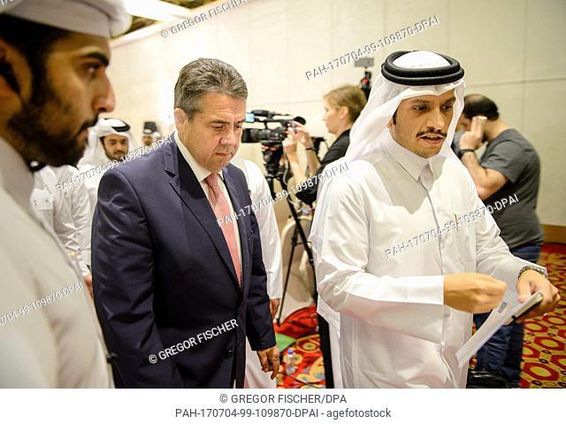 German Foreign Minister (SPD, 2-L) and Qatari Minister of Foreign Affairs, Mohammed bin Abdulrahman bin Jassim Al-Thani (R)
