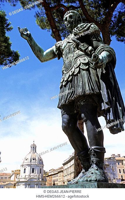 Italy, Lazio, Rome, historical centre listed as World Heritage by UNESCO, Palatino District, Julius Caesar statue in Via dei Fori Imperiali