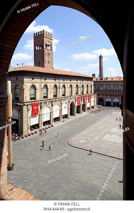 Piazza Maggiore and Podesta Palace through archway, Bologna, Emilia Romagna, Italy, Europe