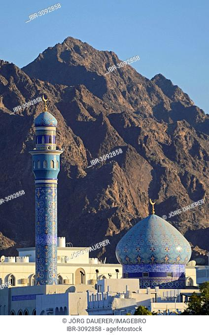 Rasool Azam Mosque in front of the rocky mountains that surround the city at back
