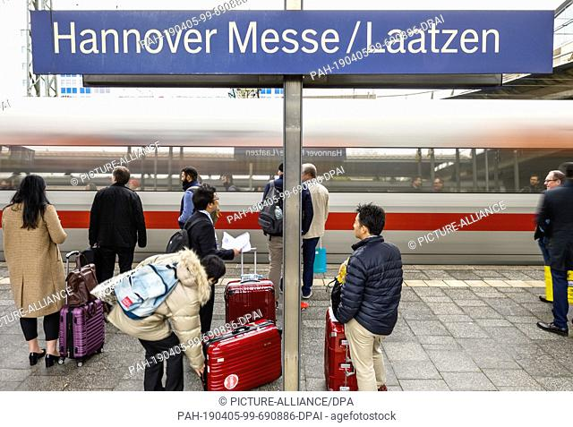 04 April 2019, Lower Saxony, Laatzen: An ICE arrives at Hannover Messe/Laatzen station. Due to the renewal of a railway bridge in the centre of Hanover