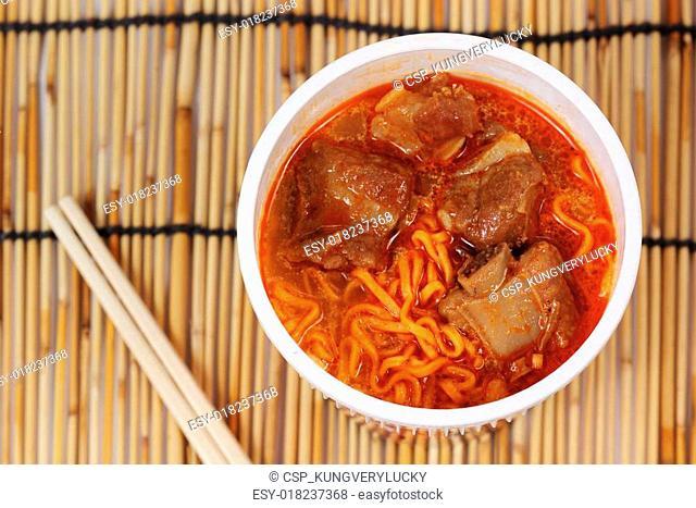 Instant noodle Spicy rib pork